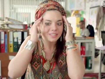 Une Hippie passe un entretien d'embauche