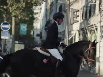 Hermès - Un cheval dans la ville