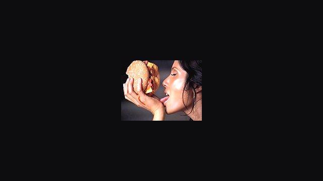 Padma Lakshmi (30 sec)
