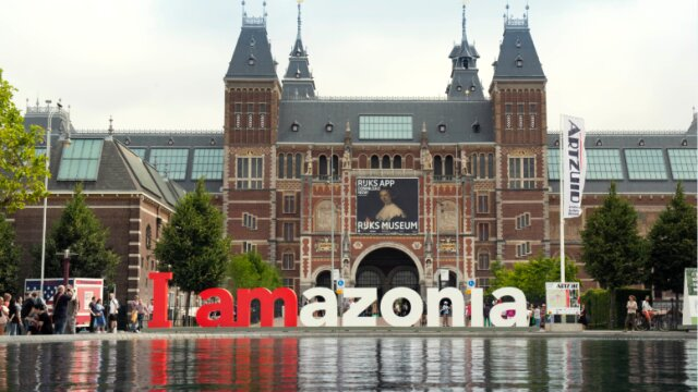 Greenpeace turns iconic 'iamsterdam' monument into 'iamazonia'